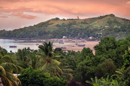 Χελ Βιλ: Νωρίς το πρωί η θέα σε κόλπο κοντά στο Χελ Βιλ. Μαδαγασκάρη.