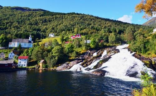 Χέλλεσυλτ: Καταράκτης στο Χέλλεσυλτ. Νορβηγία.