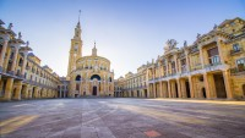 Χιχόν: Universidad Laboral, Asturias, χτίστηκε τη δεκαετία του '60 και είναι ένα από τα πιο όμορφα ορόσημα της περιοχής. Χιχόν. Ισπανία.