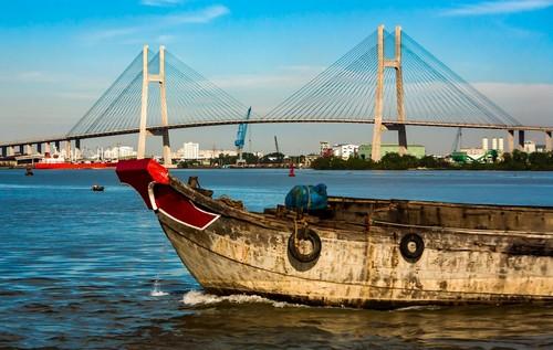 Χo Τσι Μιν (Phu My): Βιετναμέζικο ποτάμι και η γέφυρα Phu My. Είναι μια καλωδιακή οδική γέφυρα πάνω από τον ποταμό Saigon στην πόλη Χο Τσι Μινχ. Βιετνάμ.
