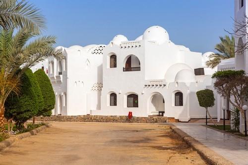 Χουργκάντα: Παραδοσιακή λευκή αρχιτεκτονική στην Ουργκάντα. Αίγυπτος.