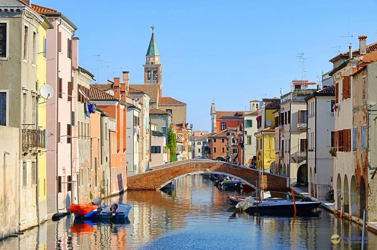 Κιότζα, Ιταλία H Κιότζα (Chioggia [kjɔddʒa] (Βενετσιάνικο: Cióxa [tʃɔ.za], Λατινικά: Clodia) είναι παράκτια πόλη και κοινότητα της Μητροπολιτικής πόλης της Βενετίας στην περιοχή Βένετο της βόρειας Ιταλίας. Το κείμενο είναι ιδιοκτησία της Navihellas ...
